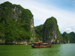 Ha Long Bay, Vietnam - essiparkkari.wordpress.com